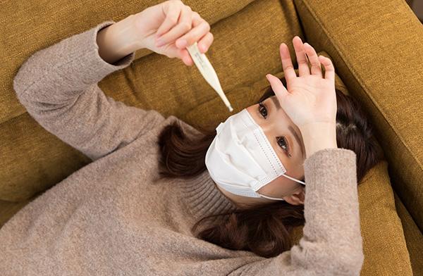 コロナ 微熱 下がら ない 微熱 下痢
